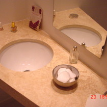 Bad aus naturstein